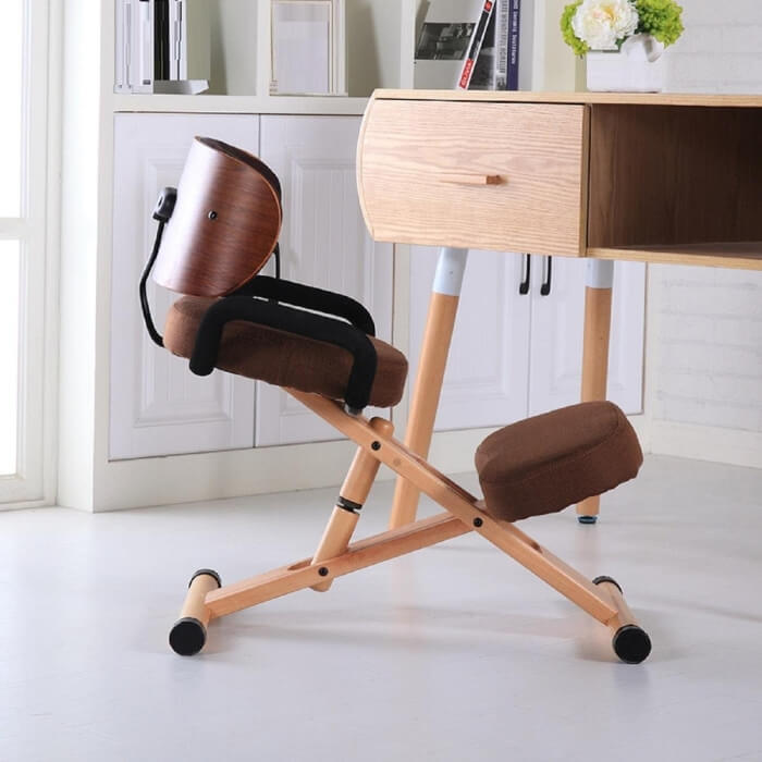 Botón a silla ergonómica de rodillas